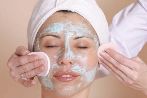 maquillajes para cubrir el ACNÉ: limpieza facial