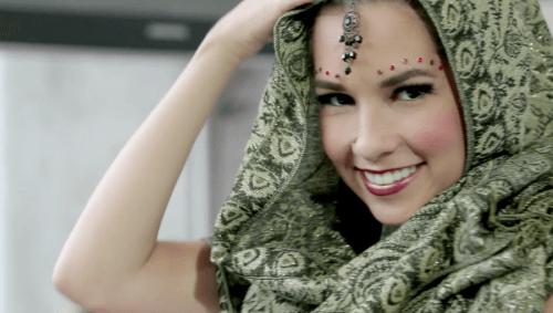 maquillaje mujer hindu sonriendo