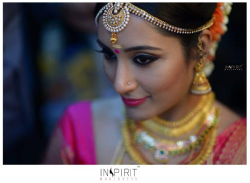 mujer hindu maquillaje