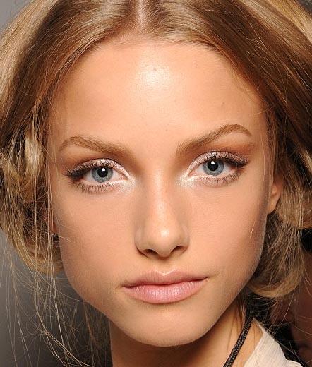 Resultado de imagen de ojos pequeños eyeliner nude