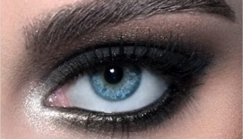 translucent powder smokey eyes