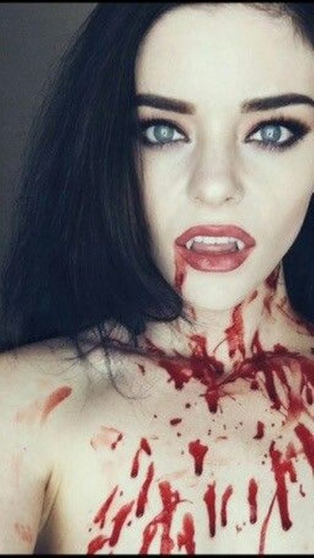 Maquillaje vampiresa sangre falsa