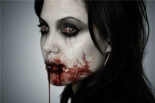 Maquillaje vampiresa terrorífico
