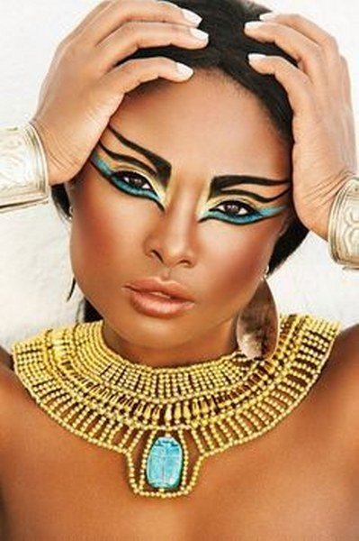 Maquillaje de Cleopatra Dorado