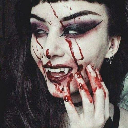 Maquillaje de Dracula Sangriento