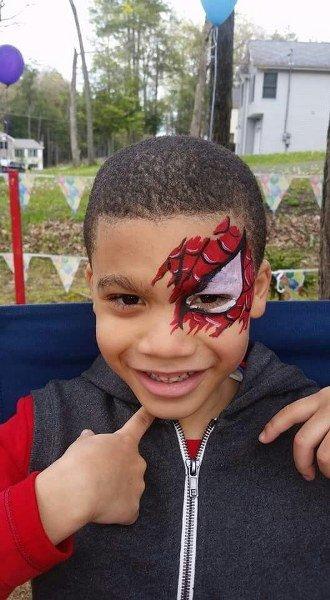 Maquillaje de Spiderman solo un ojo