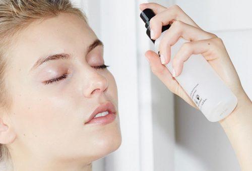 Fijador de maquillaje aplicación