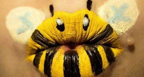 Maquillaje de abeja en labios