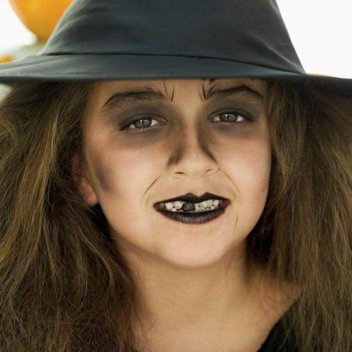 maquillaje niña bruja con sombras negras