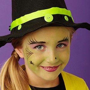 niña bruja maquillaje con base verde