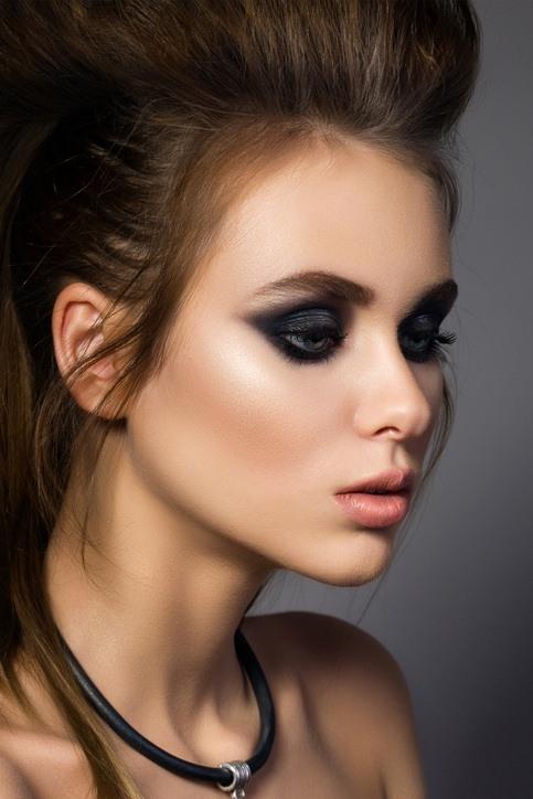 maquillaje ojos ahumados clásico