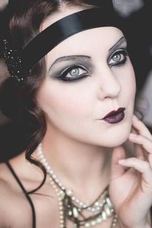 maquillaje años 20 oscuro