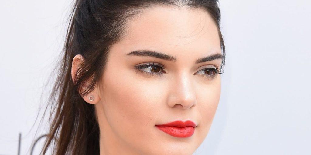Maquillaje labios rojos 4