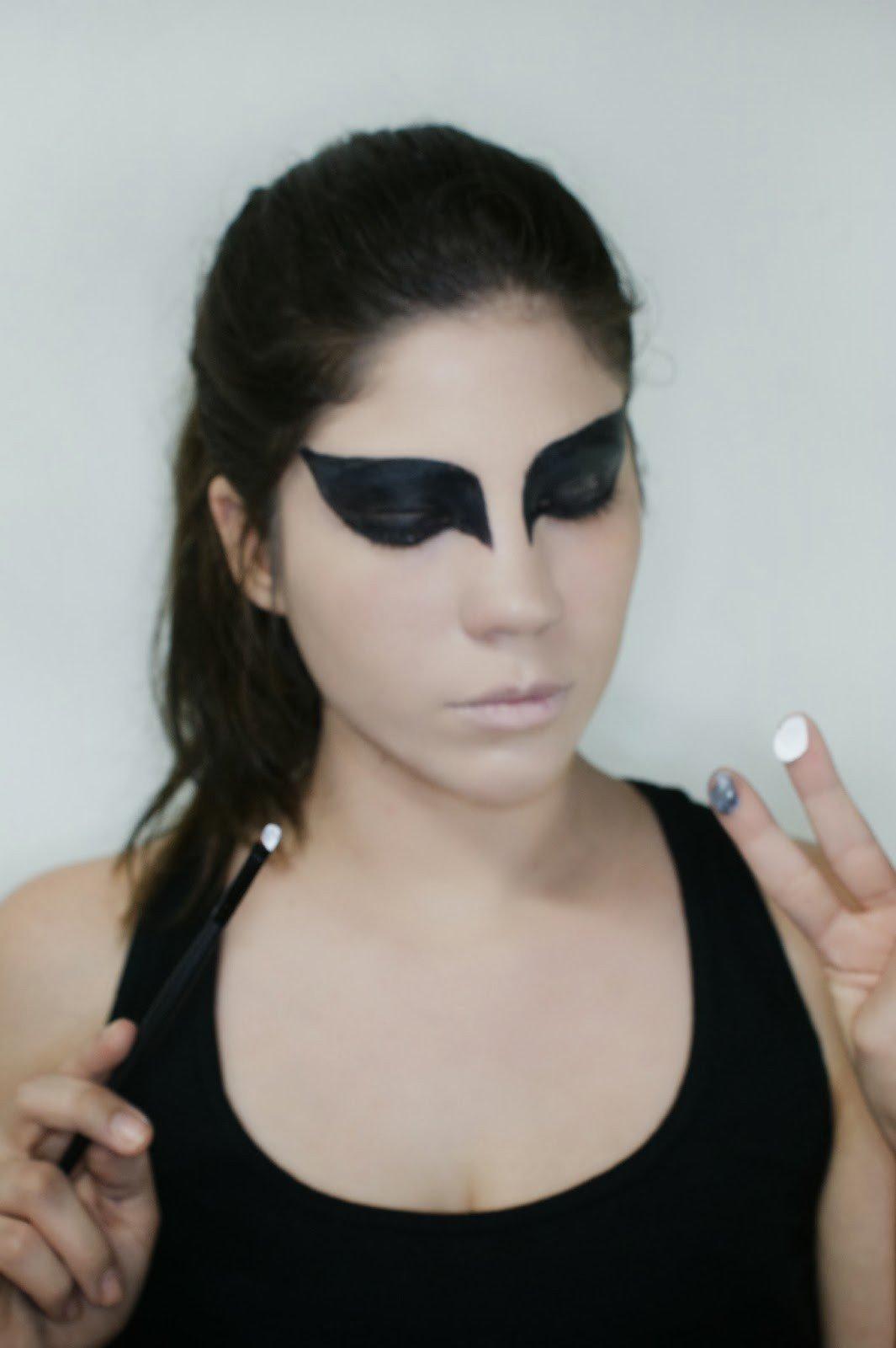Maquillaje cisne negro 8